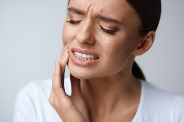 Sensitive Teeth:   Signs It Is Time To See Your Dentist